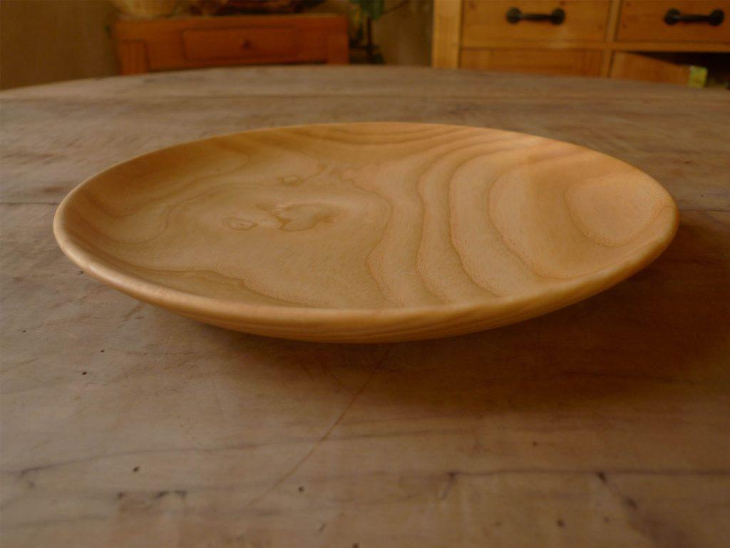 Assiette plate en bois de frêne